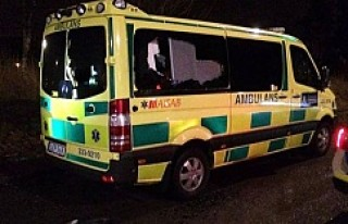 Tensta'da hasta almaya giden ambulansa saldırı