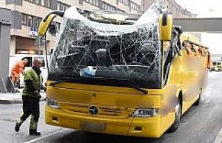 Turistleri taşıyan otobüs Stokholm'de üst...