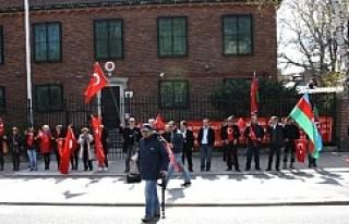 Türkiye Stockholm Büyükelçiliği önünde teröre...