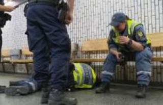 Vandallar Stockholm'de güvenlik görevlisini...