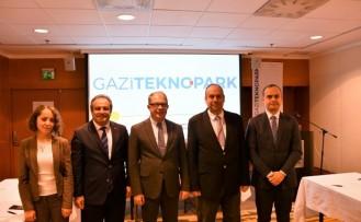 Türk bilişimciler İsveç ile dirsek temasında