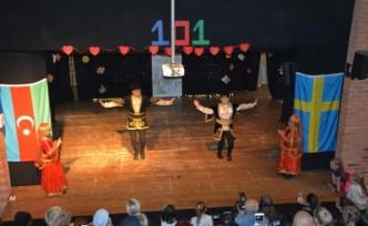 İsveç'te Azerbaycanlı çocuklardan gösteri
