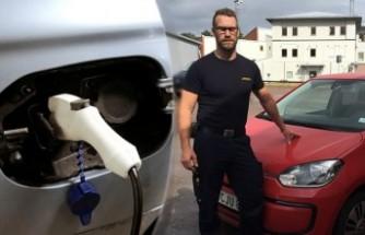 Elektrikli arabalar itfaiye ekiplerine ciddi sorun yaşatıyor