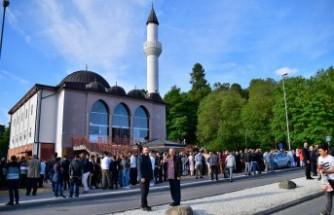 İsveç'te coşkulu bayram namazı