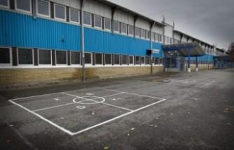 Botkyrka'da bir okula el bombası atıldı