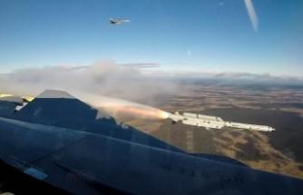 İsveç'in savaş uçağından başarılı bir deneme