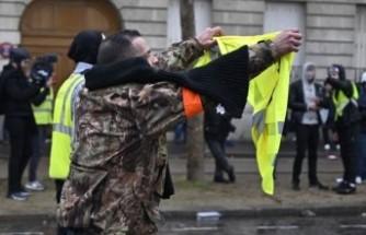 """Fransa'da """"sarı yelekliler""""in eylemi hız kesmiyor"""