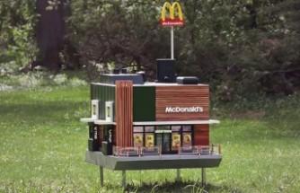 Dünyanın  en küçük McDonald's restoranı İsveç'te açıldı