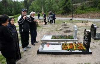 İsveç'teki Müslümanlar Arife Günü Mezarlıkları Ziyaret Etti
