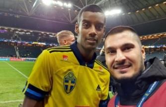 Irkçılığa maruz kalan İsveçli futbolcuya Türk Foto Muhabirinden destek