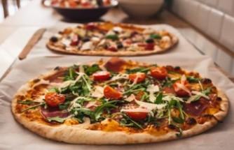 İsveç'te polisin çete üyeleri için düzenlediği 'pizza partileri' tartışma yarattı
