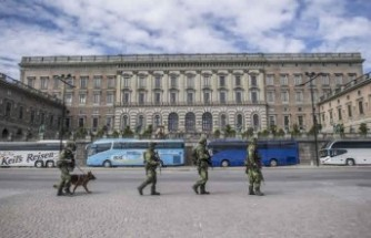 Stockholm'de asker sokağa indi