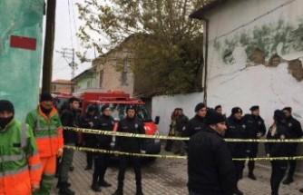 Konya'da 2 katlı kerpiç bina çöktü! 3 ölü!