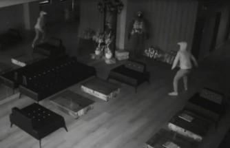 Hırsız kendini aynada görünce korkup kaçtı