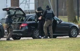 Polis azınlık ve göçmen haklarını savunan politikacılara saldırı planlayan 12 aşırı sağcıyı tutukladı