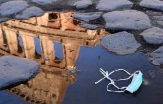 İtalya büyük kayıplar vermeye devam ediyor