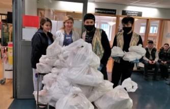 İsveç'te sağlık çalışanlarına Özbek pilavı ve taze tandır ekmek ikramı