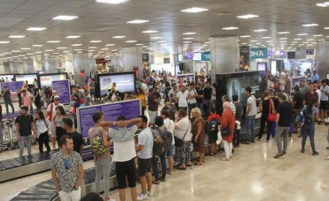 İstanbul ve Antalya'nın hava yolcusu, Türkiye nüfusunu geçti