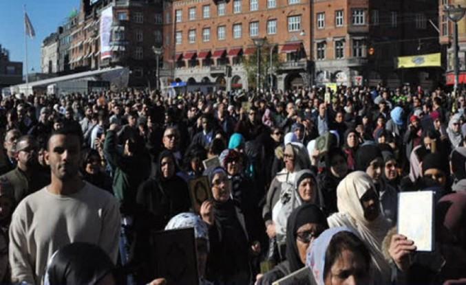 Danimarka'da kutsal kitaplara saygı yürüyüşü...
