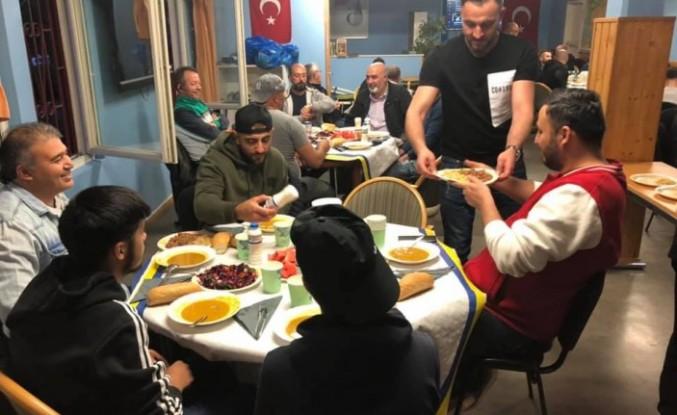 Stockholm'de Fittja Türk Kültür Derneği iftar yemeği verdi