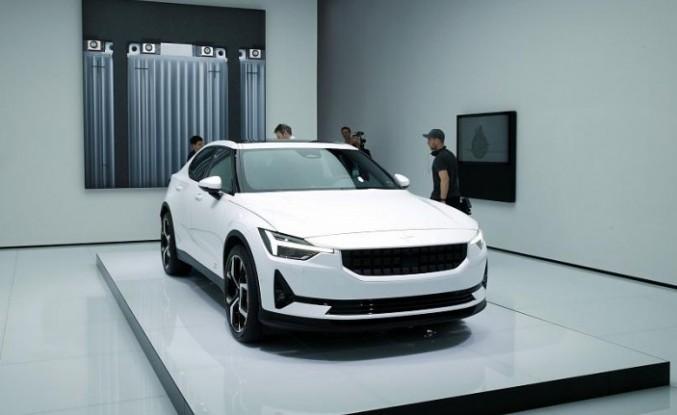 Volvo, elektrikli Polestar 2 modeliyle Tesla'ya rakip oluyor