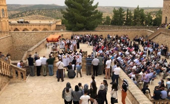 İsveç'teki Süryaniler kutsal gün için Midyat'a akın etti