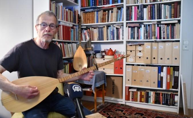 Aşık Veysel hayranı İsveçli ozan 35 yıldız saz çalıp türkü söylüyor