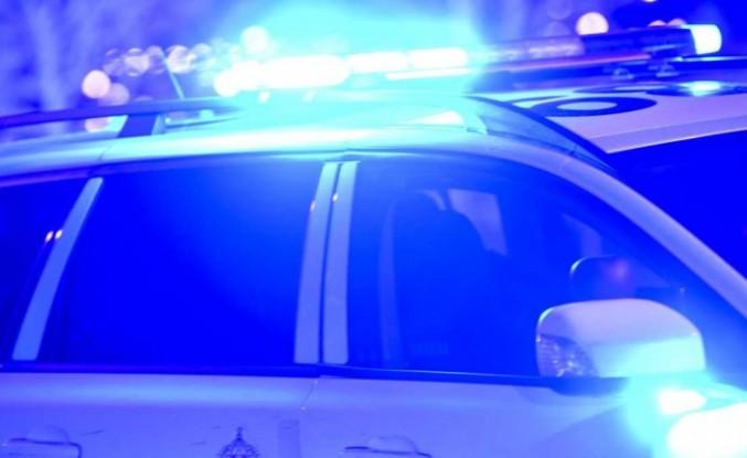 İsveç'te gençlik ayaklanması - polis bölgeye giremiyor - polis araçlarına saldırı