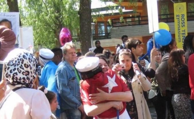 İsveç'te gençlerimizin mezuniyet sevinci