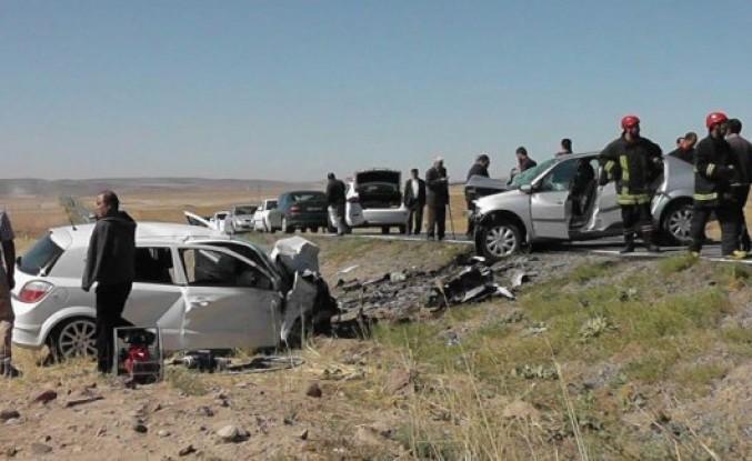Kulu'da  iki otomobil kafa kafaya çarpıştı: 2 ölü, 1 yaralı