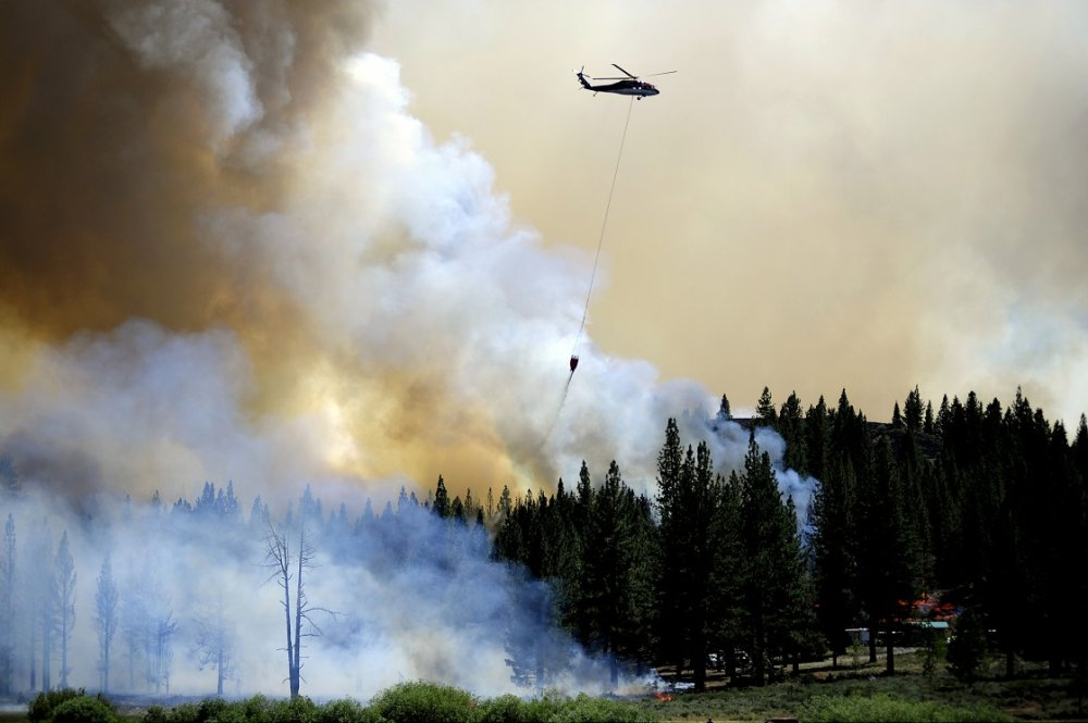 ABD'nin California eyaletindeki Doyle kasabası yakınlarında çıkan orman yangını nedeniyle binlerce dönüm alan zarar gördü.