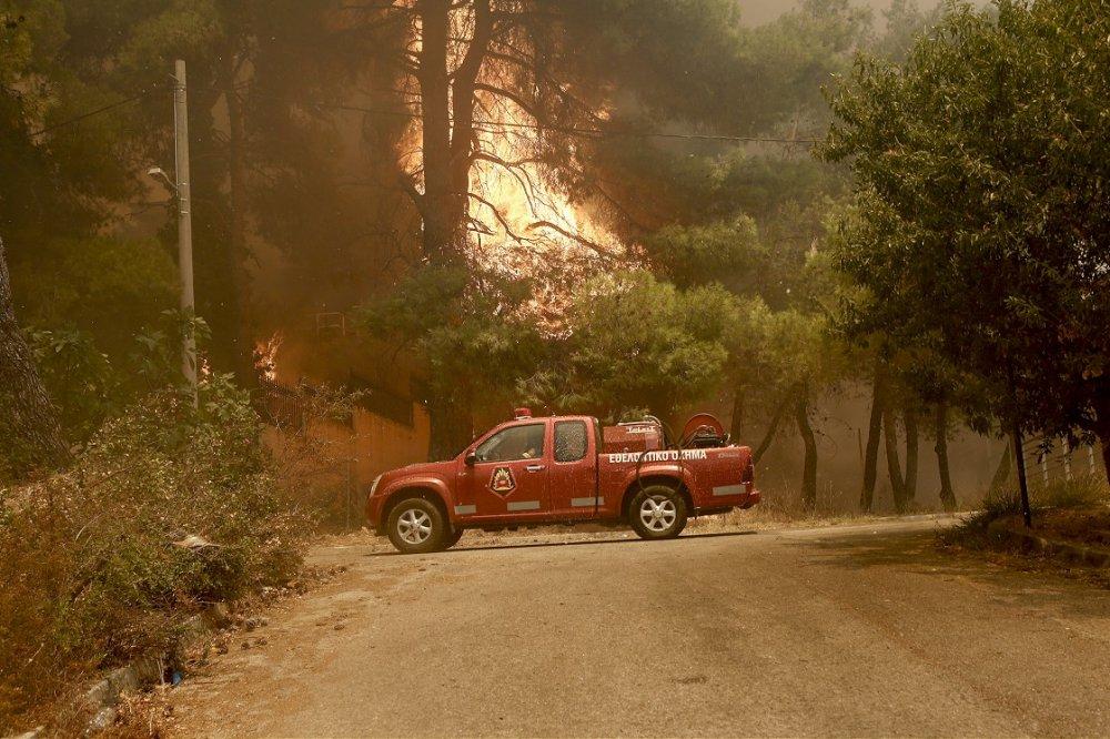 Yunanistan'ın başkenti Atina yakınlarındaki Dionisos Belediyesine bağlı Stamata bölgesinde orman yangını çıkmıştı