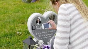İsveç ve Danimarka'da facebook gibi mezar taşları, ölenlerin hayatını anlatıyor