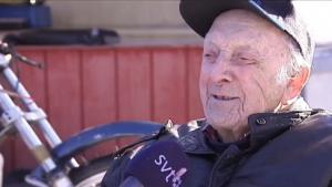 97 Yaşındaki İsveçlinin, Buzda Motosiklet Yarışı