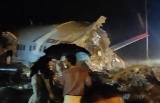 Air India Express uçağı inişte kaza yaparak ikiye bölündü