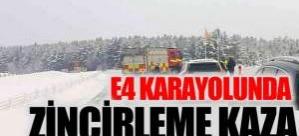 E4 Karayolunda 3 araç birbirine girdi