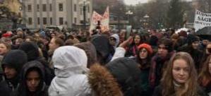 İsveç'te lise öğrencileriden sığınmacı çocuklar için protesto
