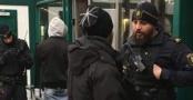 Stockholm metrolarında polis kimlik...