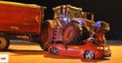 İsveç'te Traktör Otomobilin Üzerine Çıktı: 1 Yaralı